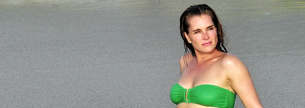 Brooke Shields shows off her sizzling hot body in an itsy bitsy green bikini on Mexico beach   Daily Mail Online