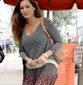 Kelly Brook covers up her figure in striped mumsy top   Daily Mail Online